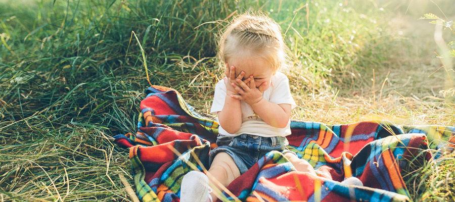 Дети почти всегда прячут глаза, когда их ругают
