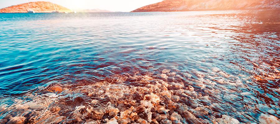 каждый камешек на морском дне